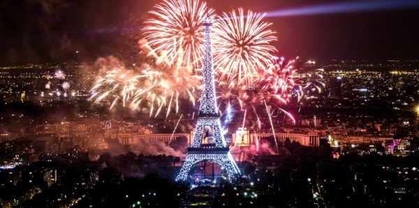 2013_Fireworks_on_Eiffel_Tower_28
